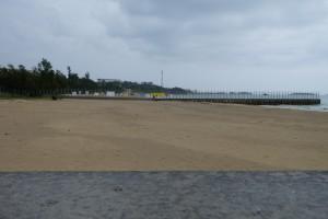 砂浜に設置されたキャンプシュワブの境界