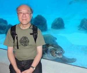 美ら海水族館のウミガメと記念撮影の写真